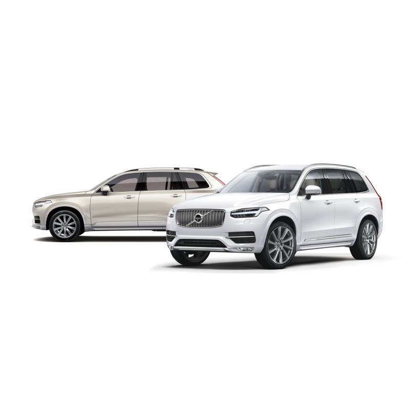 「ボルボXC90 D5 AWDモメンタム」(写真左)と「XC90 D5 AWDインスクリプショ...