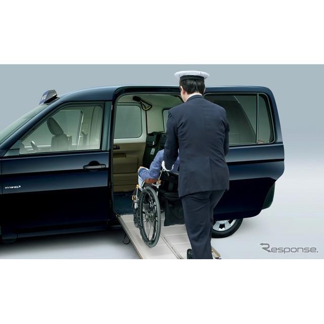 トヨタ自動車は、車いす利用時の作業を3分に短縮した『JPN TAXI(ジャパンタクシー)』の一部改良モデルを3...