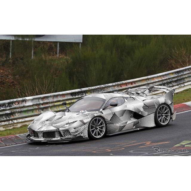 フェラーリ FXX K エボをベースとしたプロトタイプ。これは改良型か公道仕様か