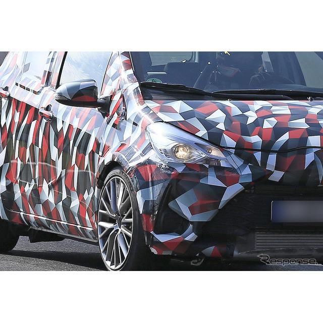 トヨタ『ヤリス』(ヴィッツ)のハイパフォーマンスモデルと思われる開発車両を、スクープサイトSpyder7の...