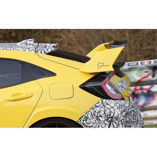 カモフラージュが施された謎のホンダ『シビックタイプR』2台が、ニュルブルクリンクのハードコース「グリー...
