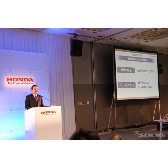 ホンダの八郷隆弘社長は5月8日に都内にある本社で開いた事業方針説明会で、次期型『フィット』に2モーター...