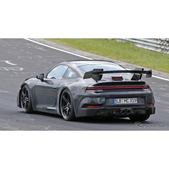 ポルシェ『911GT3』の新型プロトタイプが、ドイツ・ニュルブルクリンクで高速テストを開始した。  冬季テ...