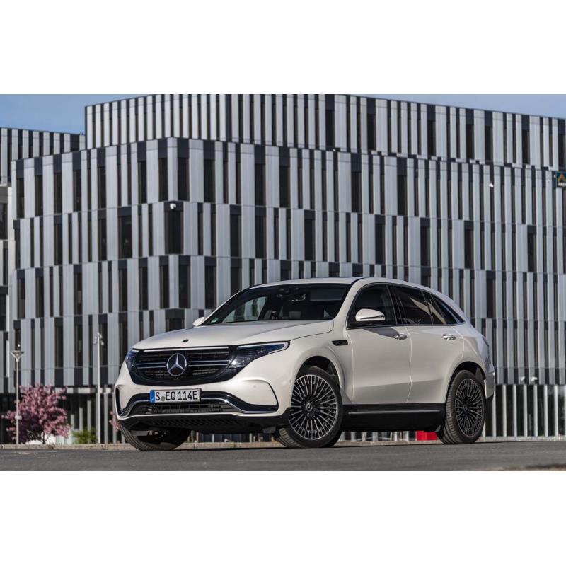 メルセデス・ベンツ日本は2019年7月4日、メルセデス・ベンツの電気自動車(EV)「EQC」の国内導入を発表し...