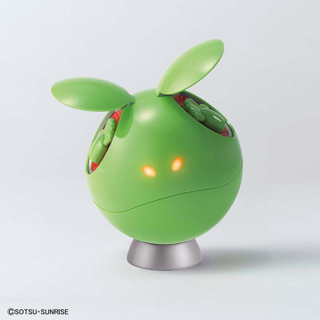 目が発光する「ガンダムベース限定 ハロ」プラモ、LEDユニット付き