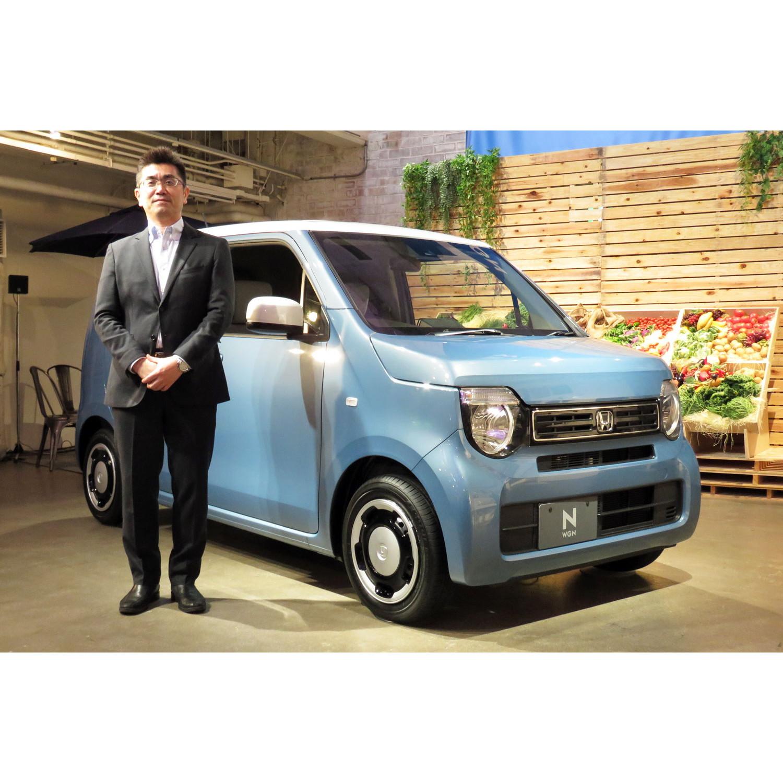新型「ホンダN-WGN」と、開発責任者を務めた本田技術研究所の古舘 茂氏。