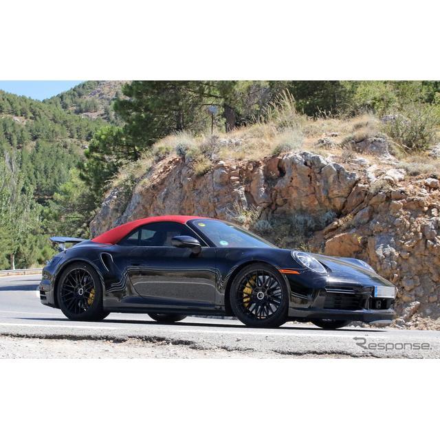ポルシェ『911』(992世代)の派生モデルとなる最強オープン『911ターボ カブリオレ』新型プロトタイプを、...