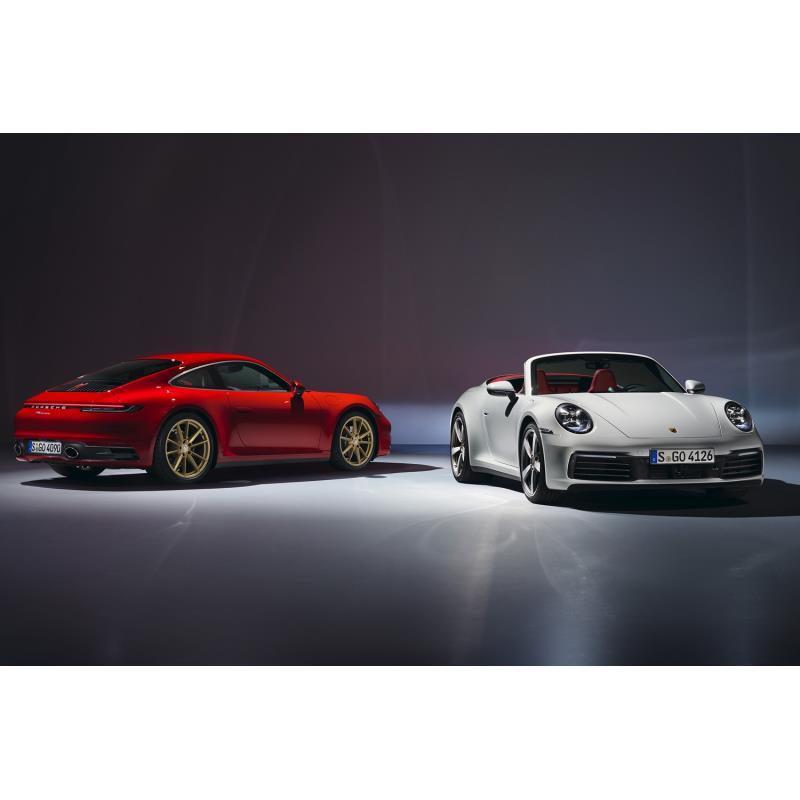 独ポルシェは2019年7月30日、第8世代となる新型「911カレラ/911カレラ カブリオレ」を発表した。  8代目...