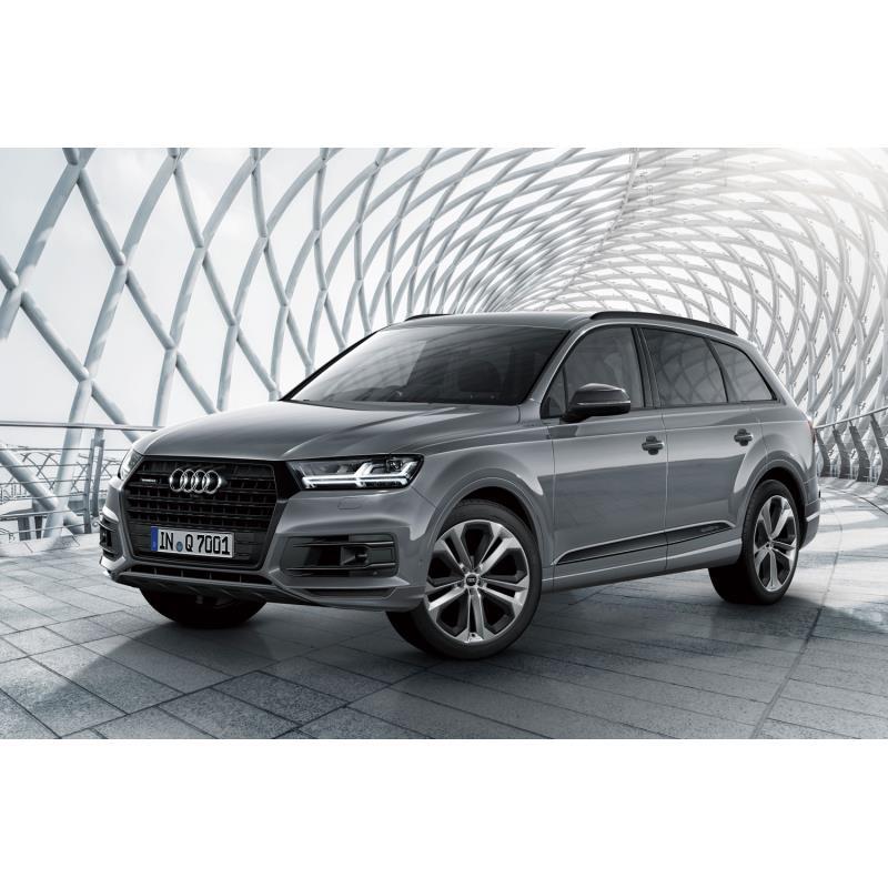 アウディ ジャパンは2019年8月20日、大型SUV「Q7」に特別仕様車「アーバンブラック」を設定し、同日販売を...