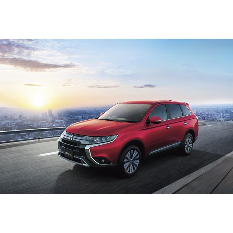 三菱自動車は2019年9月12日、ミドルサイズSUV「アウトランダー」および「アウトランダーPHEV」に一部改良を...