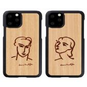「Man & Wood 天然木ケース 名画シリーズ」の「カティア」(左)「ナディア」(右)モデル