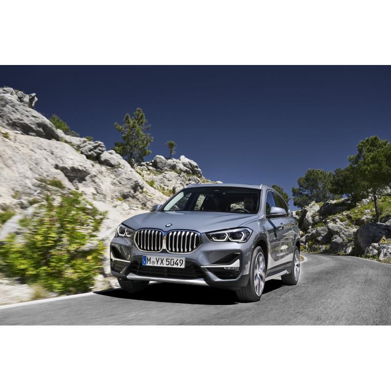 BMWジャパンは2019年10月3日、コンパクトSUV「X1」のマイナーチェンジモデルを発表し、同日、販売を開始し...