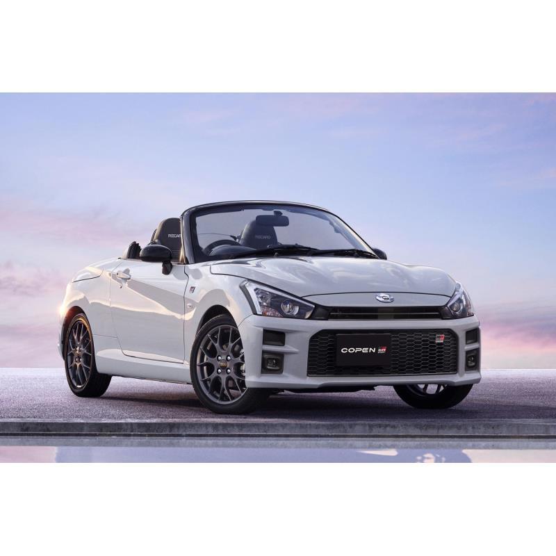 トヨタ自動車は2019年10月15日、新型の軽オープンスポーツカー「トヨタ・コペンGR SPORT(スポーツ)」を発...