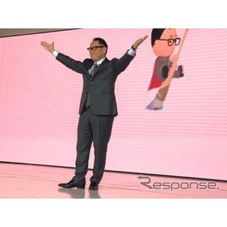トヨタブースを紹介する豊田章男社長