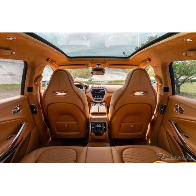 アストンマーティンは11月6日、ブランド初のSUVとして開発中の『DBX』(Aston Martin DBX)のインテリアを...
