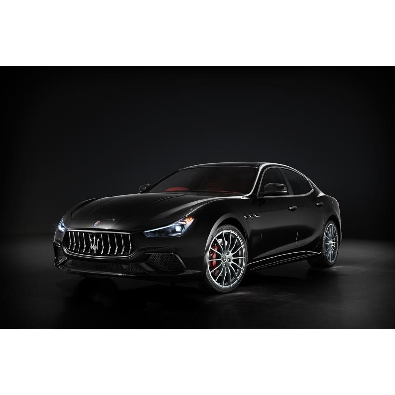 マセラティ ジャパンは2019年11月12日、スポーティーセダン「ギブリ」に特別仕様車「リベッレ」を設定し、...