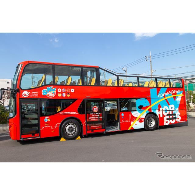 ハーフルーフ構造を採用した2階建てオープンバス