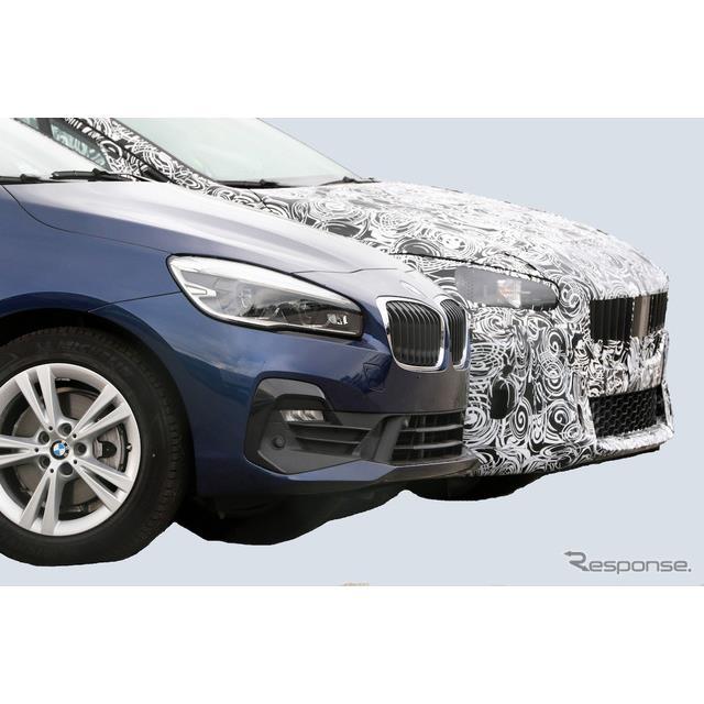 BMW『2シリーズアクティブツアラー』次期型プロトタイプの室内を、スクープサイト『Spyder7』のカメラが初...