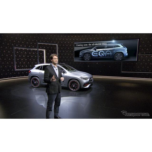 メルセデスベンツ GLA 新型のデジタルワールドプレミアの場において新型EVのEQAのプロトタイプの画像を披露したダイムラーのオラ・ケレニウスCEO