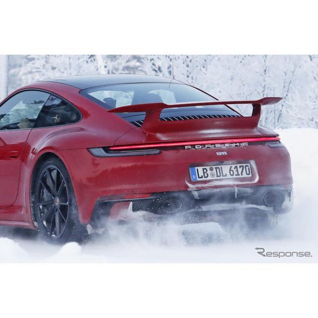 ポルシェ『911』新型に設定される、「エアロパッケージ」のプロトタイプをカメラが初めて捉えた。  豪雪...