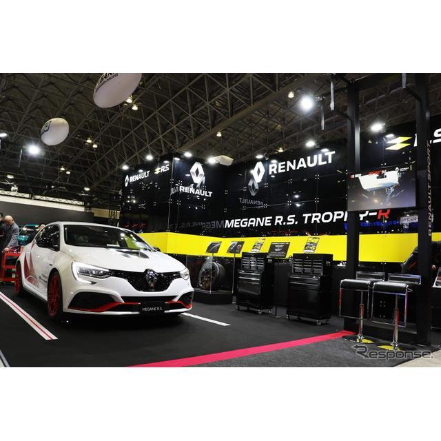 ルノーは、東京オートサロン2020で『メガーヌR.S.トロフィーR'カーボン・セラミックパック'』を展示。201...