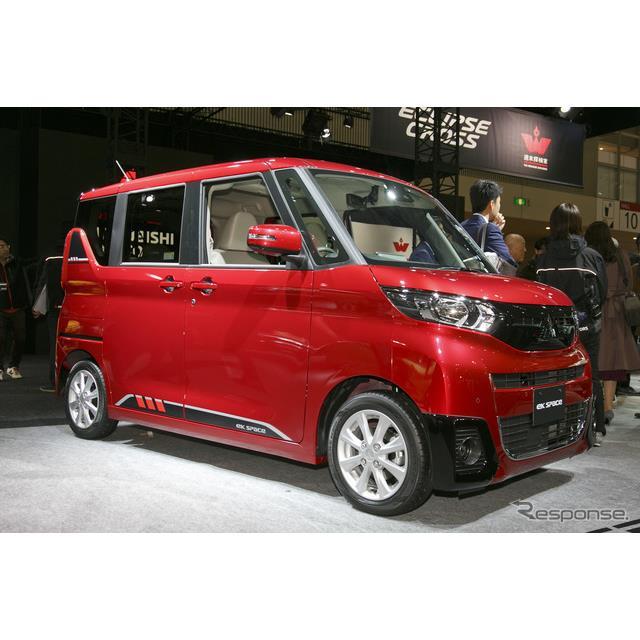 東京オートサロン2020、三菱自動車のブースでは、新型スーパーハイト軽ワゴン『eKクロス スペース』と『eK...