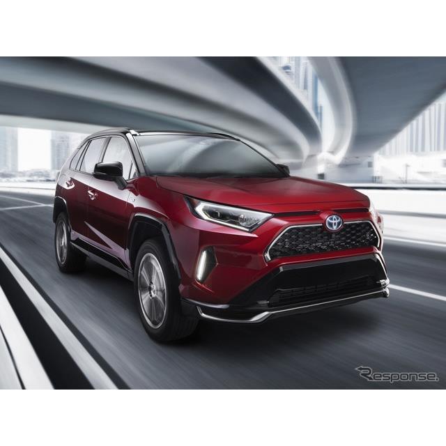 トヨタ自動車の米国部門は2月3日、米国で2月6日に開幕するシカゴモーターショー2020に、新型『RAV4』のプラ...