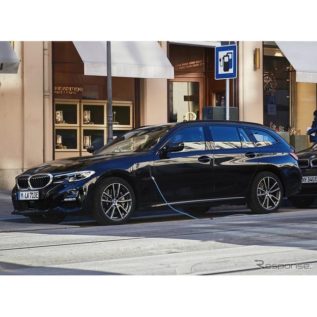 BMWは2月19日、新型『3シリーズ』(BMW 3 Series)のプラグインハイブリッド車(PHV)のラインナップを、欧...
