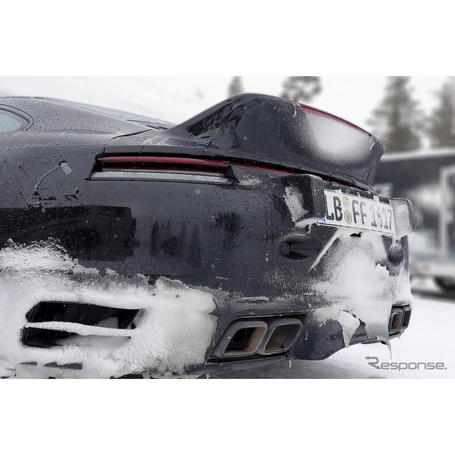 ポルシェは3月3日、『911ターボS』新型をオンライン発表したばかりだが、ダックテールスポイラーが装着され...