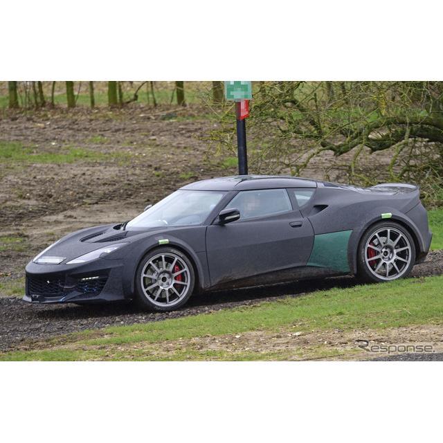 ロータスは名車『エスプリ』の後継モデルを開発していると見られている。この新型ライトウェイトスポーツの...