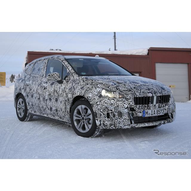 BMW『2シリーズ アクティプツアラー』次期型プロトタイプを、厳冬の北ヨーロッパでカメラが捉えた。  2シ...