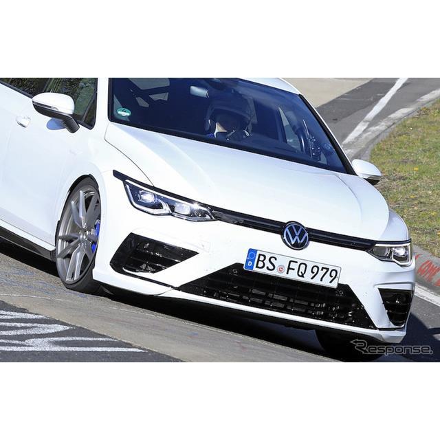 VWが開発中の『ゴルフ』最強モデル、『ゴルフR』市販型プロトタイプがニュルブルクリンクで高速テストを開...