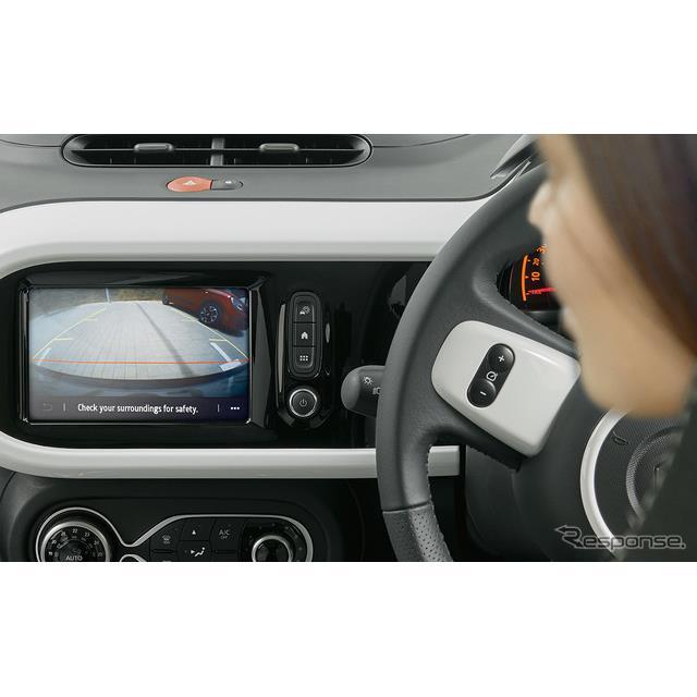 ルノー・ジャポンは、新型『トゥインゴ EDC/EDCキャンバストップ』にリアカメラを標準装備し、5月12日から...
