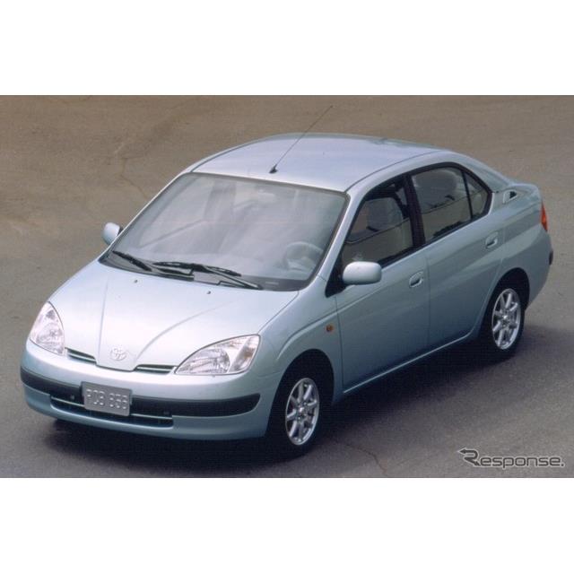 世界初の量産ハイブリッド乗用車、トヨタ『プリウス』は、2000年に2001年型としてはじめて北米市場に投入さ...