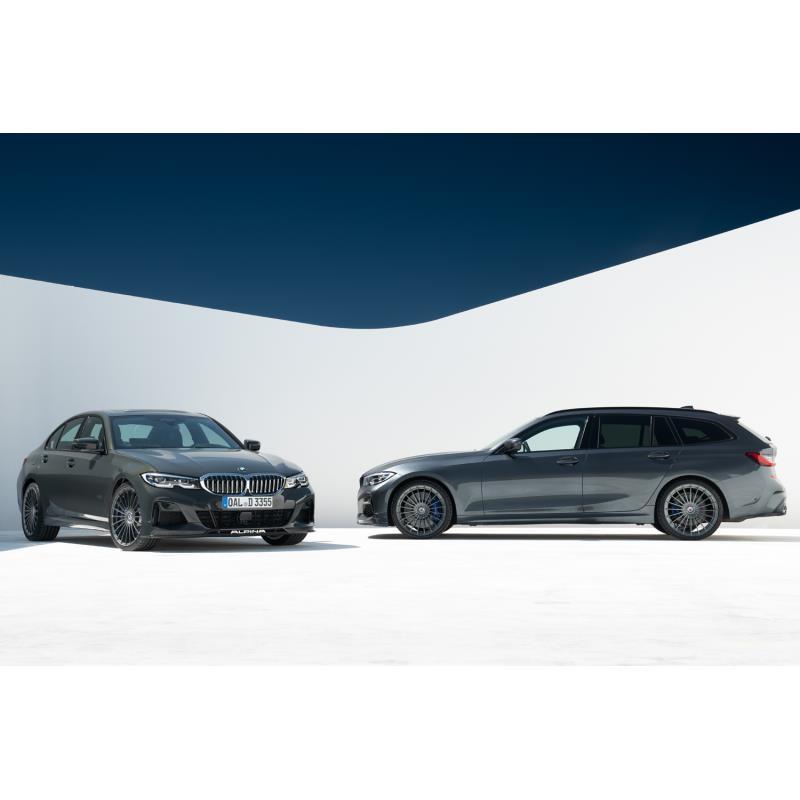 「BMWアルピナD3 Sリムジン アルラット」(左)と「D3 Sツーリング アルラット」(右)。