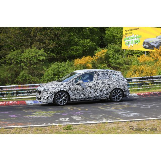 BMWが開発中の『2シリーズ アクティブツアラー』新型プロトタイプがニュルブルクリンクで高速テストを開始...