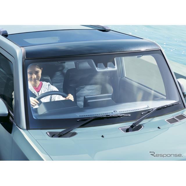 ダイハツが10日発売した新型軽クロスオーバーSUVの『タフト』。タフトの大きな特徴のひとつ、前席ルーフ一...
