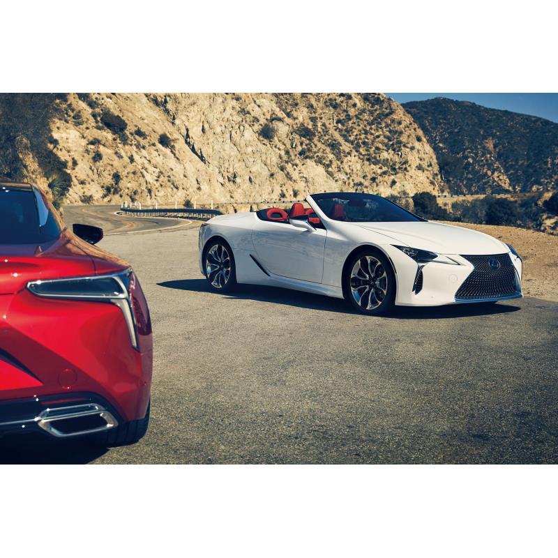 トヨタ自動車は2020年6月18日、レクサスのフラッグシップクーペ「LC」のオープントップバージョン「LC500コ...