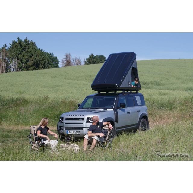 ランドローバーは6月22日、新型『ディフェンダー』(Land Rover Defender)の欧州仕様車に純正ルーフテント...