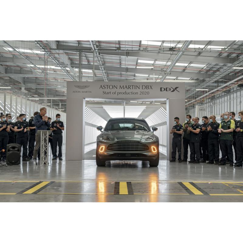 英アストンマーティンは2020年7月9日(現地時間)、ウェールズのセント・アサン新工場においてSUV「DBX」の...