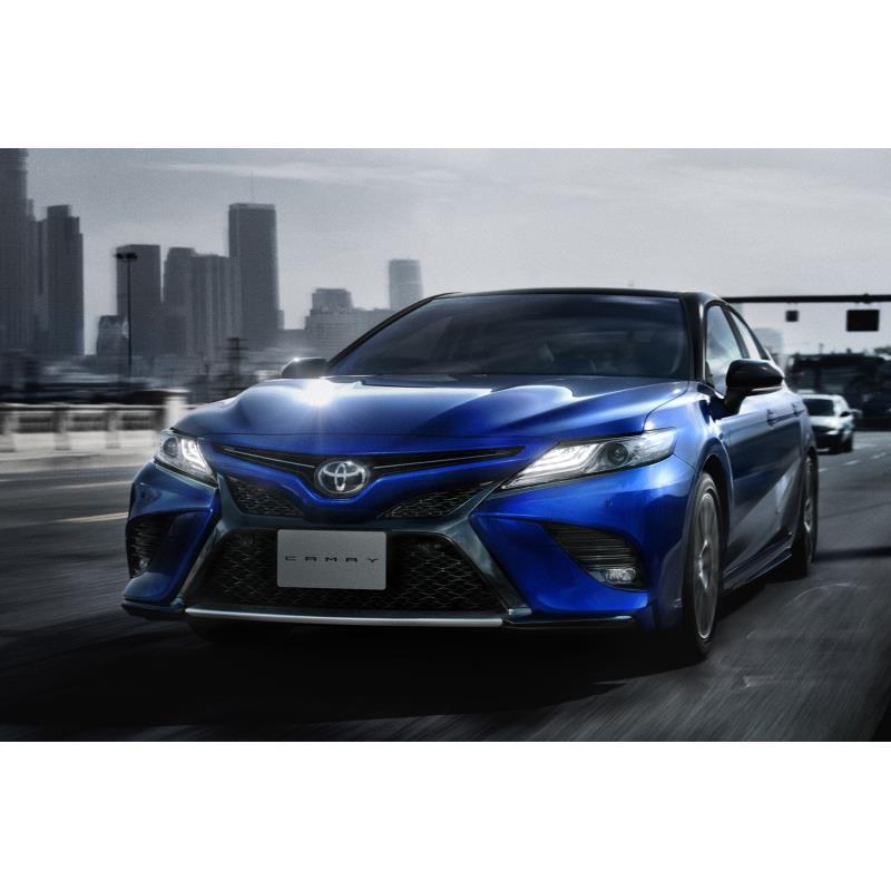 トヨタ自動車は2020年8月5日、ハイブリッドセダン「カムリ」を一部改良するとともに、同車の誕生40周年を記...