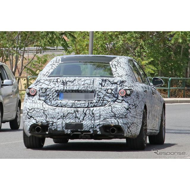 メルセデスベンツは、現在主力モデル『Cクラス』新型を開発中だが、そのハイパフォーマンスモデルで、AMG『...