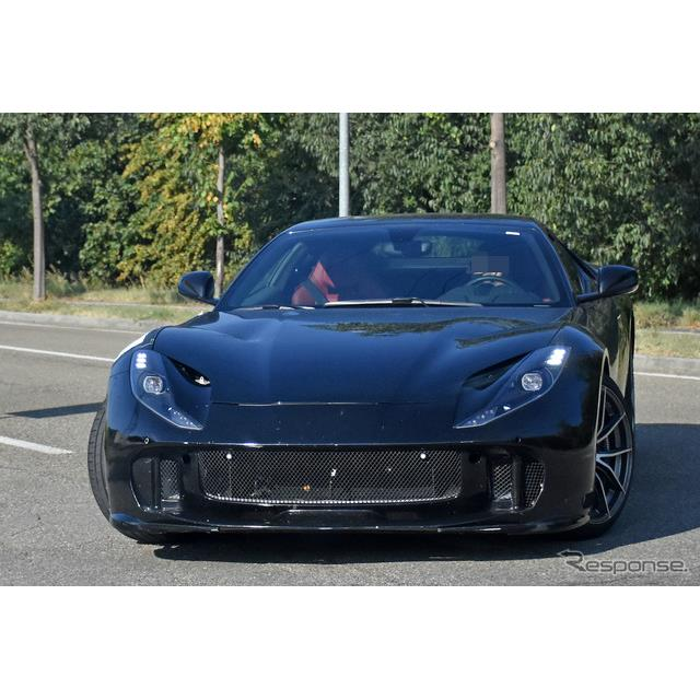フェラーリは、現在『812スーパーファスト』のハードコアモデルを開発していると思われるが、その最新プロ...