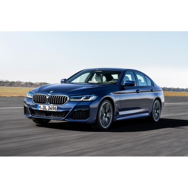 BMWジャパンは2020年9月28日、マイナーチェンジを施した「5シリーズ セダン/ツーリング」を発表。同日、販...