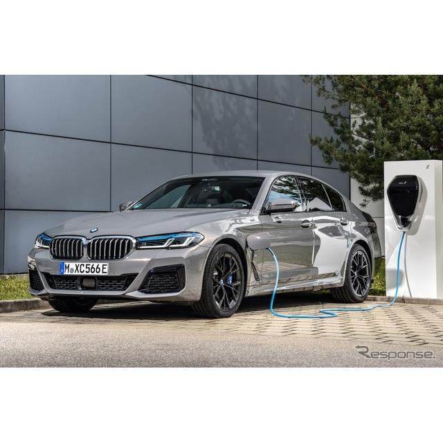 BMWは9月23日、改良新型『5シリーズ』(BMW 5 Series)のプラグインハイブリッド車(PHV)を今秋から、欧州...