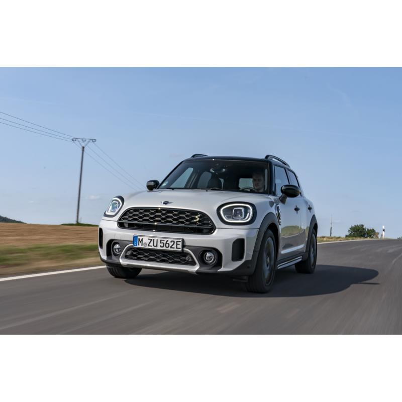 BMWジャパンは2020年9月30日、「MINIクロスオーバー」改良モデルの国内導入を発表した。納車開始は同年10月...