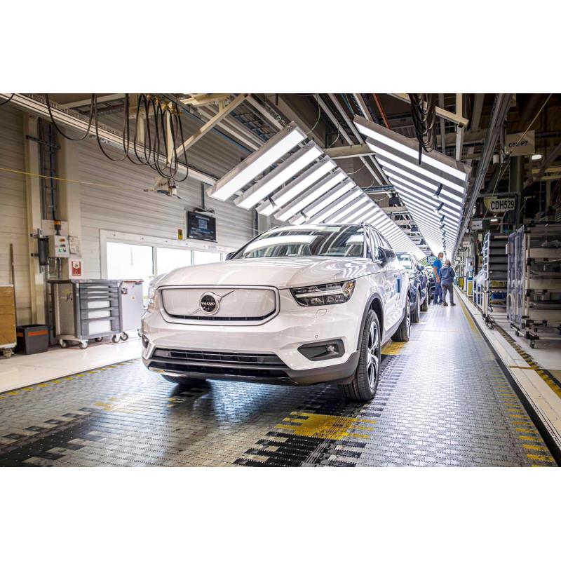 ボルボ・カーズは2020年10月1日(現地時間)、100%電気自動車(EV)「ボルボXC40リチャージ」の生産を開始...