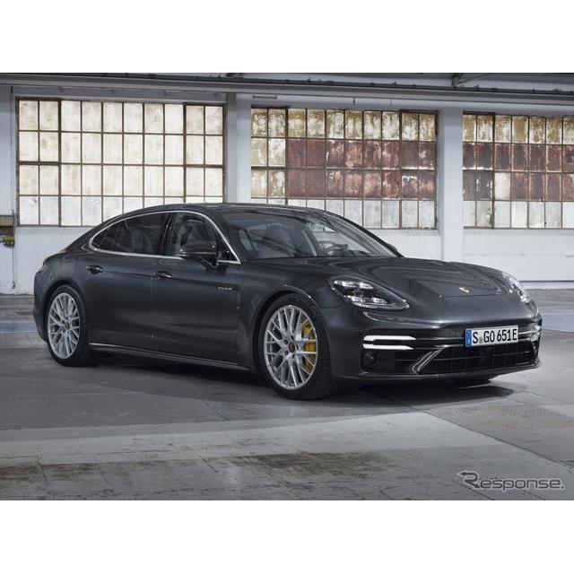 ポルシェは10月20日、改良新型『パナメーラ』(Porsche Panamera)シリーズの頂点に立つ高性能PHV、「パナ...
