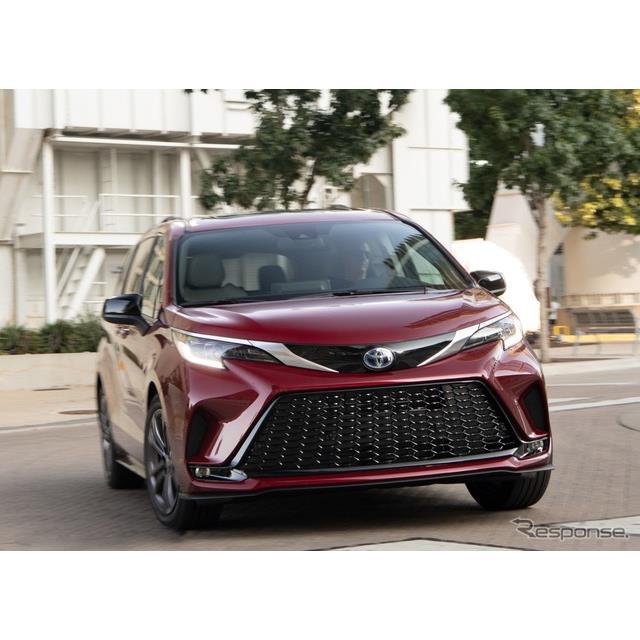 トヨタ自動車の米国部門は10月27日、新型『シエナ』(Toyota Sienna)にスポーティグレードの「XSE」を設定...