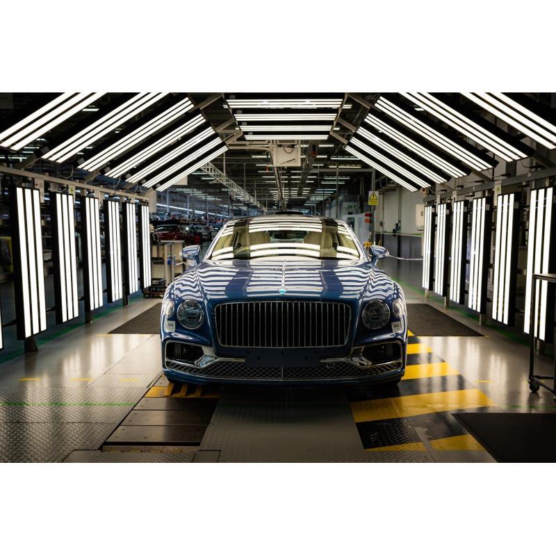 英ベントレーは2020年11月18日、「フライングスパーV8」の生産をクルーの本社工場で開始したと発表した。 ...